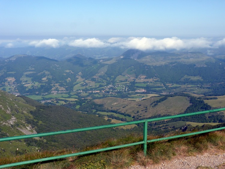 Panorama du Plomb du Cantal, vers le puy Mary