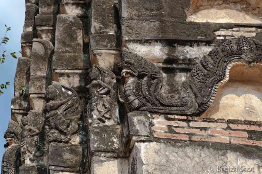 WAT SI SAWAI Sukhothai - Naga et divinités hindoues
