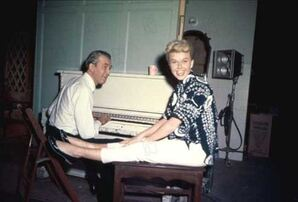 L'Homme qui en savait trop : Photo Doris Day, James Stewart