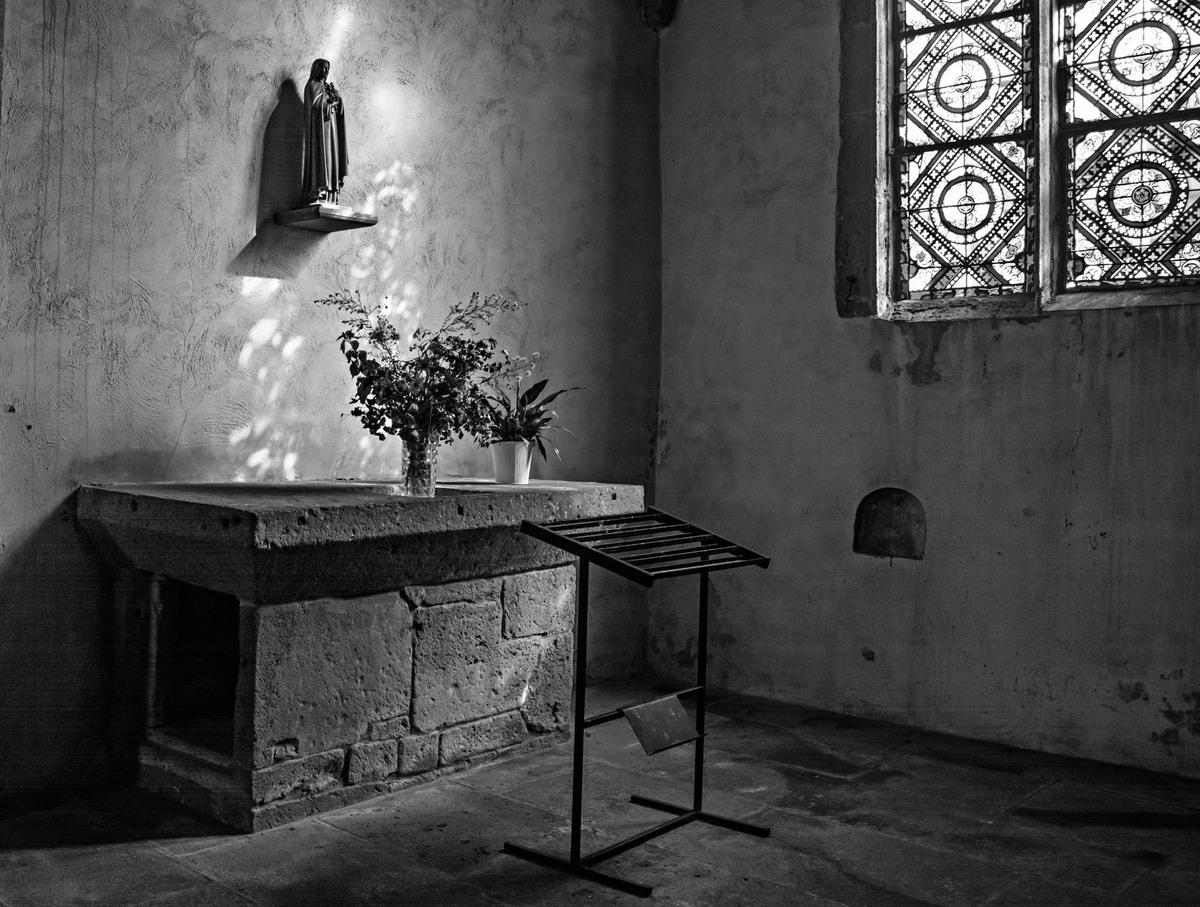 Lumière dans l'église de Besse en Chandesse