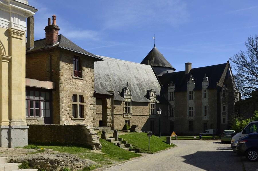 « Laval et ses Châteaux »