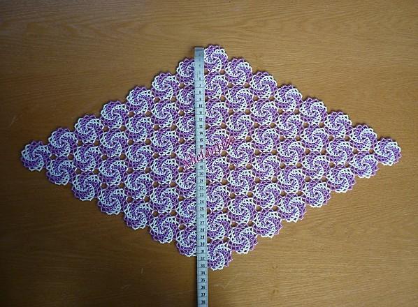 napperon losange violet blanc largeur