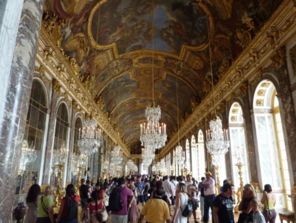 Chateau-galerie-des-glaces-foule.jpg