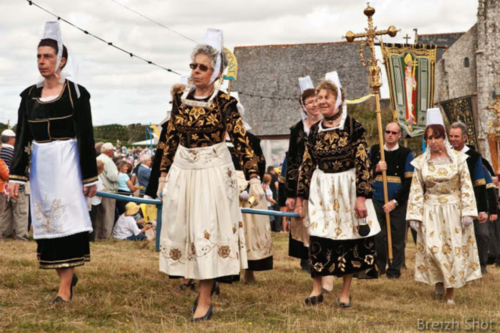 costume feminin - plonevez-porzay - sainte-anne-la-palud