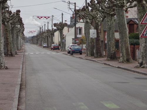 Stationnement mi-chèvre, mi-chou (route de Cerdon)