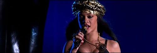 """Rihanna performe au festival """"Peace & Love"""""""