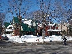 Maisons Québécois en brique rouge...
