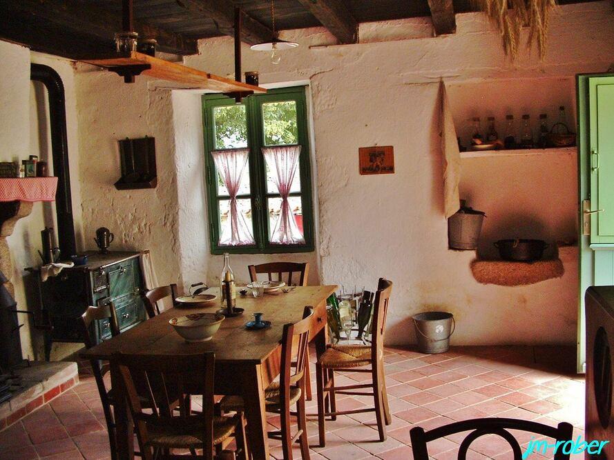 Montrol Sénart «Village rural du limousin (3) qui évoque son passé rural authentique du début du XXe Siècle.