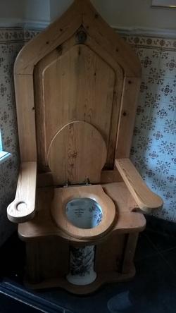 Keine Wortspiele mit Stuhl,bitte!