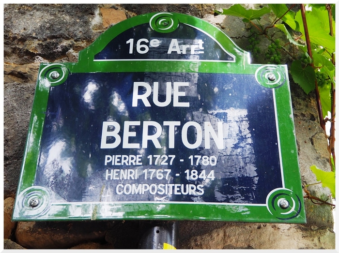 Rue Berton, Paris, 16ème arrondissement.