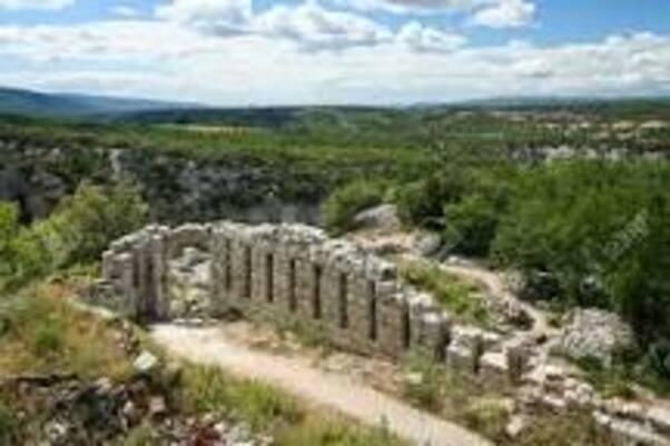 BUOUX  et ces ruines......
