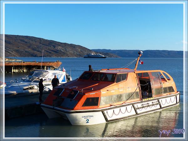 Embarquement sur l'Austral ancré dans le fjord à quelques kilomètres de Kangerlussuaq - Groenland