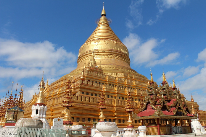 La pagode Schwezigon, Bagan Myanmar