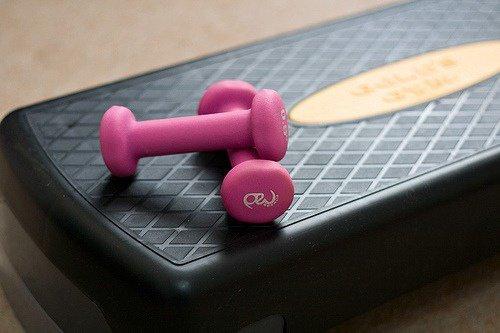 Exercices-renforcer-les-seins-500x333