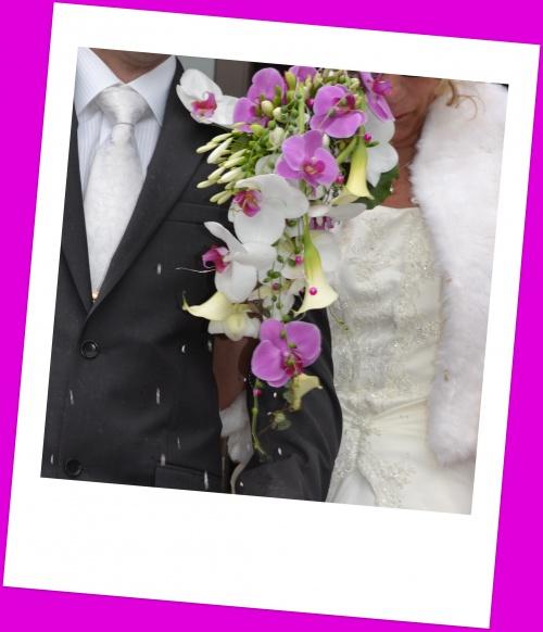 le bouquet retombant d'orchidees et calla de Francoise