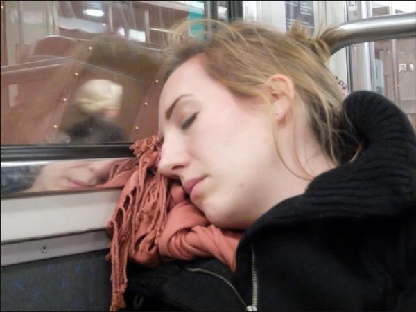 Belles au métro dormant