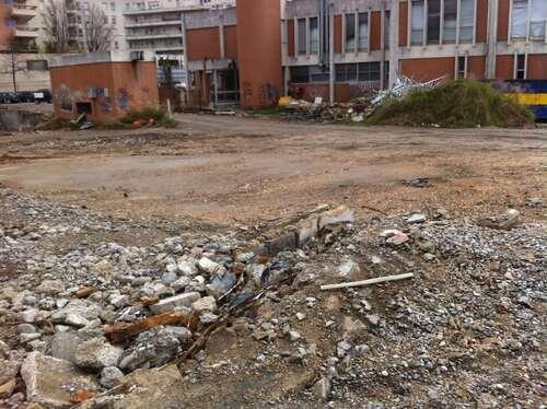 Complexe PTT avant démolition à Encagnane