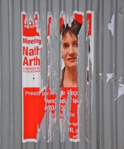 affiche présidentielle Arthaud déchirée