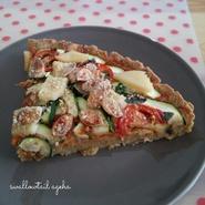 Tarte salée aux légumes, sauce fromagère végane et sans gluten