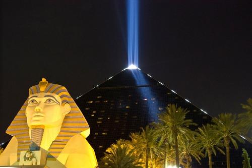 Les batisseurs des pyramides