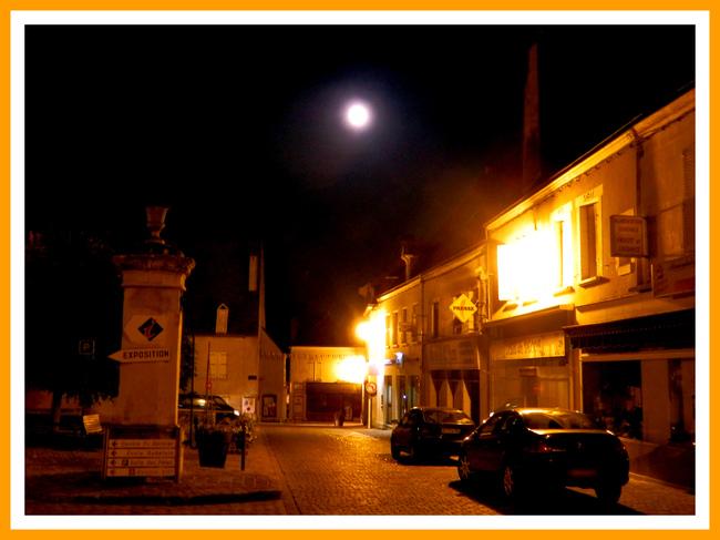 Une ville la nuit.