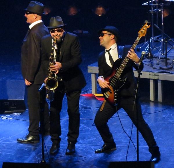 """The Blue Brothers american show"" a enflammé le théâtre Gaston Bernard ...."