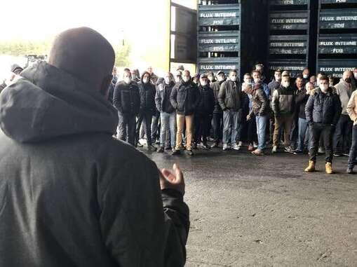 Ce mardi après-midi, une centaine de salariés se sont retrouvés à l'assemblée générale quotidienne, sur le site de la fonderie. Le secrétaire CGT de la Fonderie de Bretagne, Maël Le Goff, a fait le topo de la réunion avec le préfet.