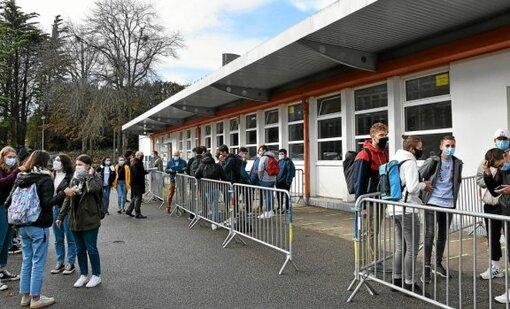 Pour éviter le brassage des élèves, le lycée Colbert à Lorient a instauré une nouvelle organisation de son service restauration ce lundi 9 novembre. Chaque lycéen doit déjeuner exclusivement avec ses...