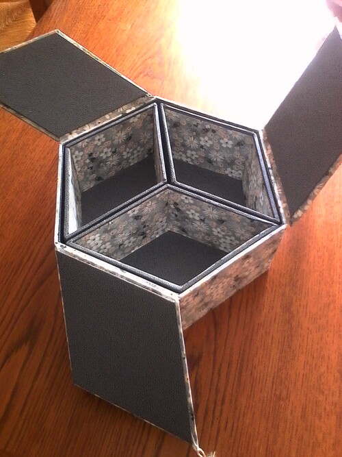 boute exagonale à trois couvercles