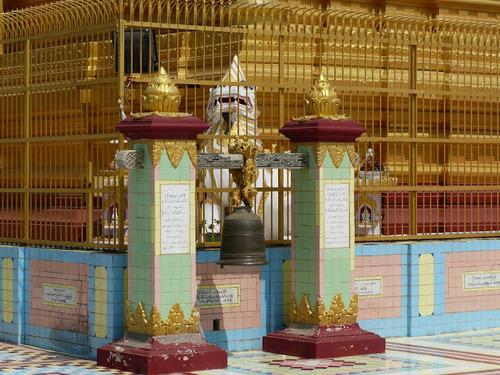 la pagode Soon U Ponnya Shin à Saraing; quelques décors magnifiques;