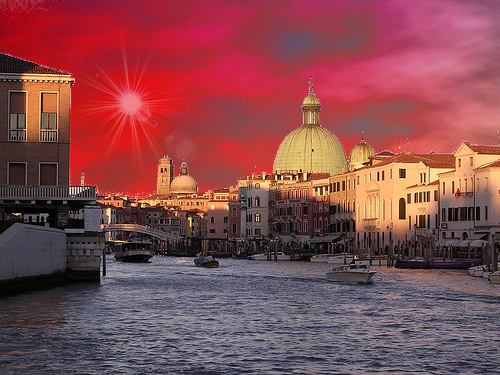 Venise au ciel rouge