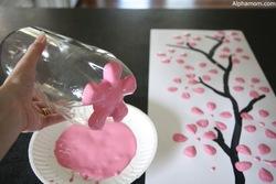 Un cerisier avec une bouteille de coca