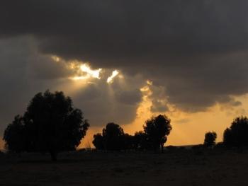 Maroc Tiznit Coucher de soleil sur ciel menaçant