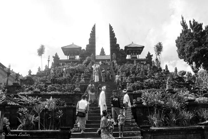 Besakih, le temple mère en N&B