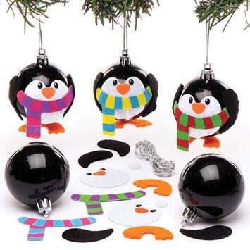 """Idée n°4 : la boule de noël des CE1 : """"La boule pingouin"""""""