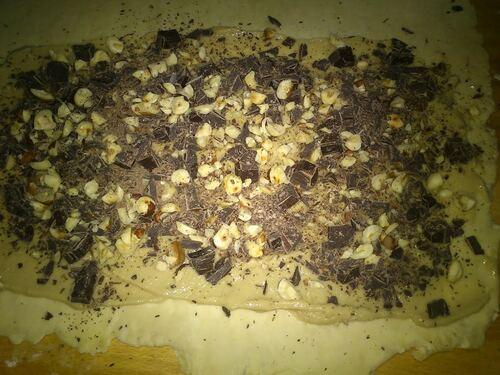 Viennoiseries pour le petits dej : tresses chocolat/noisettes et escargot Amande/pêche