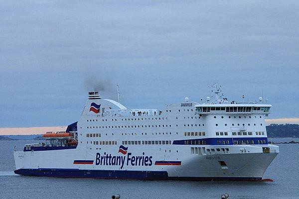 roscoff-ferry-vers-l-angleterre.jpg