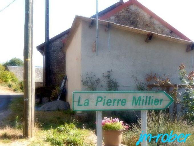 """Saint-Léger-la-Montagne ''87'' Le petit village """"le Mazeau"""" riche en vieilles pierres"""