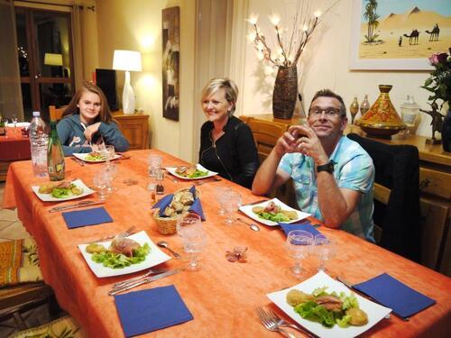 Avec Marie, Océane et Fred, les amis de Sabine