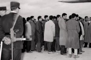 794874 guerre-d-algerie-manifestants-expulsion
