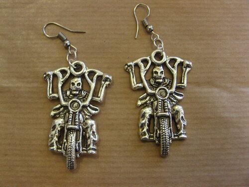 boucles d'oreilles bikers