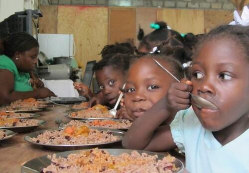 geste solidaire : les enfants d'Haïti.