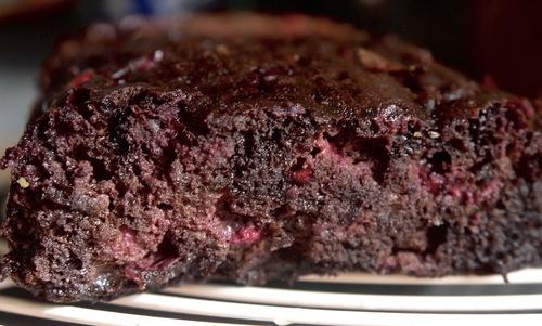 Moelleux chocolat noir-airelles simplissime (sans farine, à la purée de sésame)