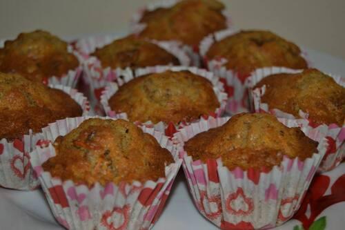 Muffins aux carottes, noix et épices