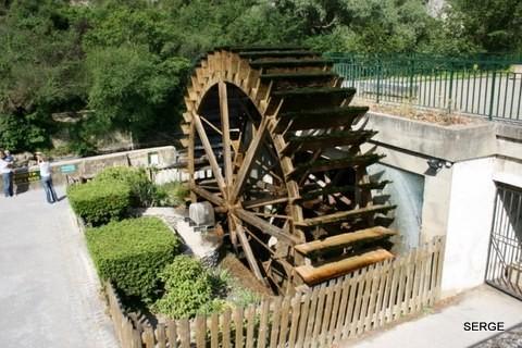 Fontaine-du-Vaucluse-4216--800x600-