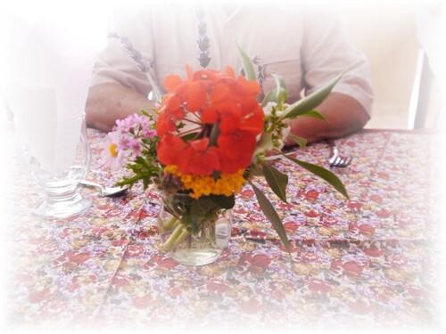 Un beau petit bouquet orne notre table