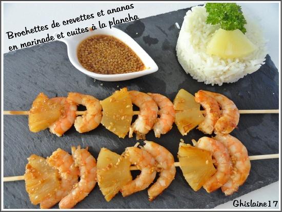 Brochettes de crevettes et ananas en marinade et cuites à la plancha