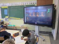 L'échauffement des muscles et des doigts avant les activités de gestes graphiques en classe de CE1 B