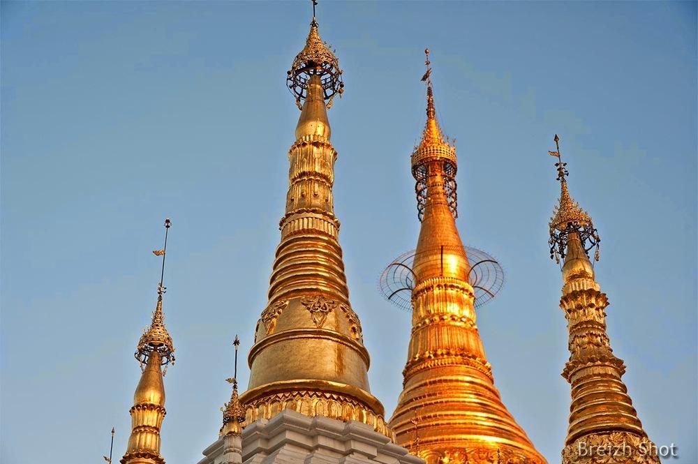 Shwedagon : Les flèches- stupas et clochetons