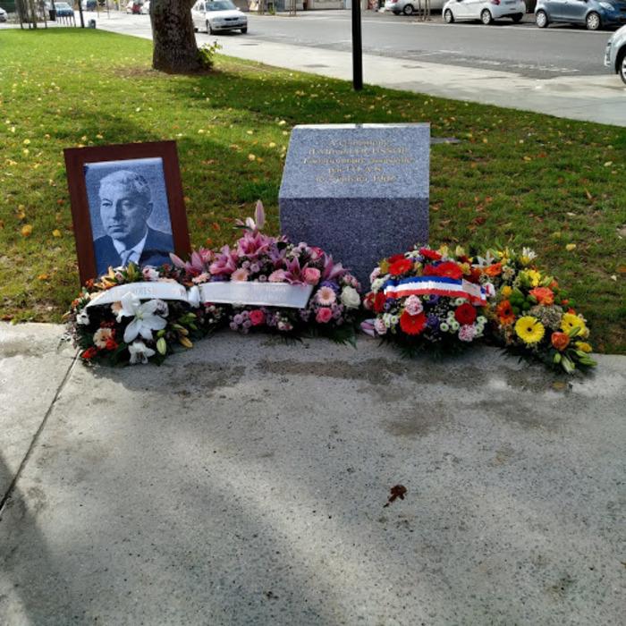 Alençon. La stèle en hommage à Alfred Locussol déplacée devant la gare